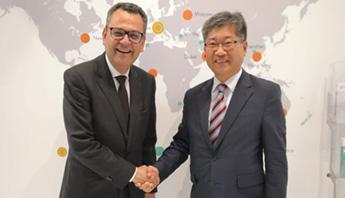 Young Tae Kim with Mohamed Mezghani at the UITP Summit